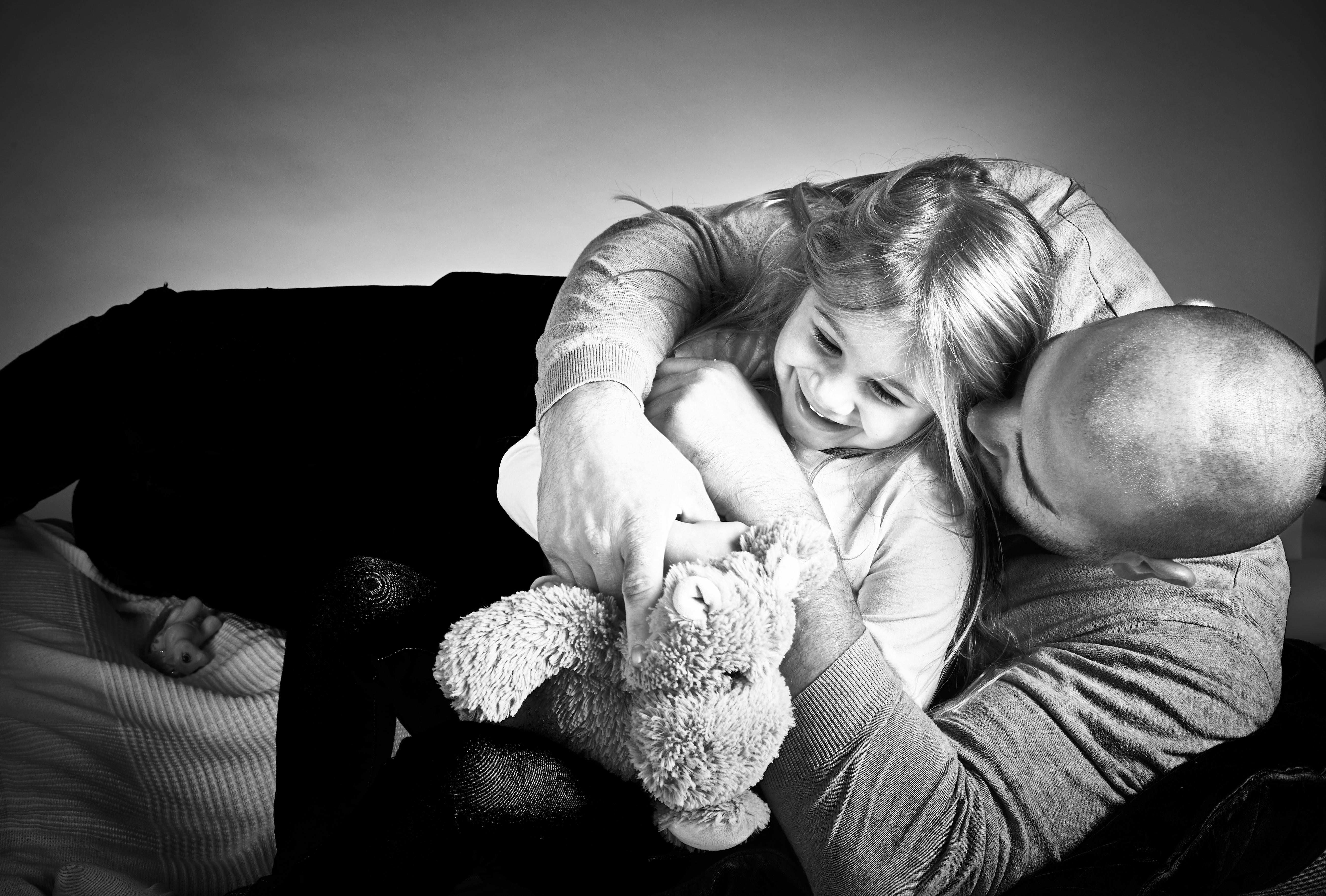 ritratto papà e figlia che giocano